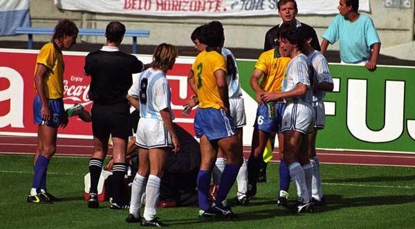 ۱. آرژانتینیها در آب بازیکنان برزیل قرص خوابآور ریختند