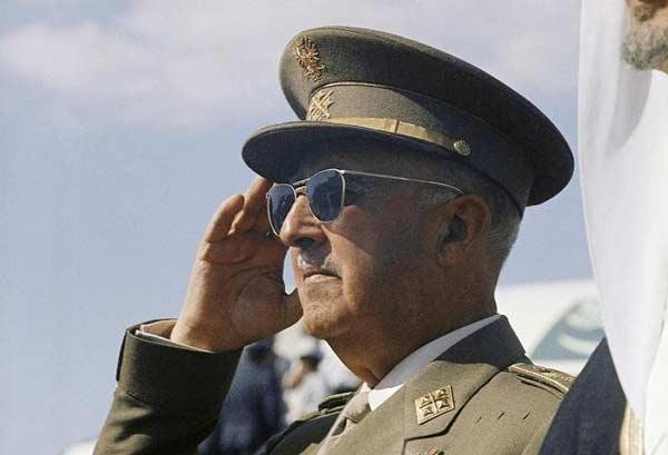 ۳. ژنرال فرانکو قبل از ال کلاسیکو، بارساییها را به مرگ تهدید کرده بود