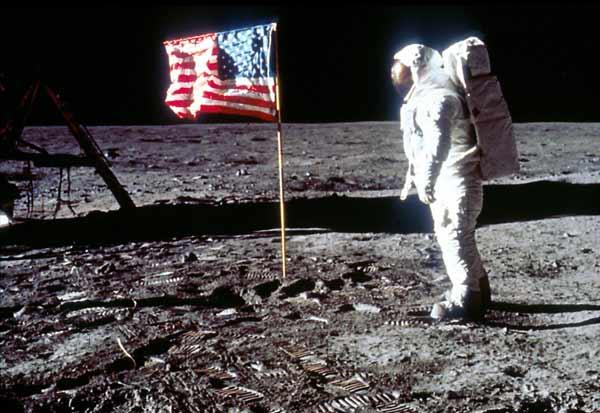 فرود روی ماه ساختگی بود