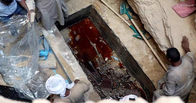 باستان شناسان مصری تابوت ۲ هزار ساله را گشودند، اما جهان نفرین نشد!