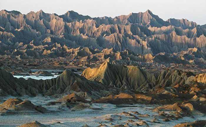 ۷. کوههای مریخی در چابهار، ایران