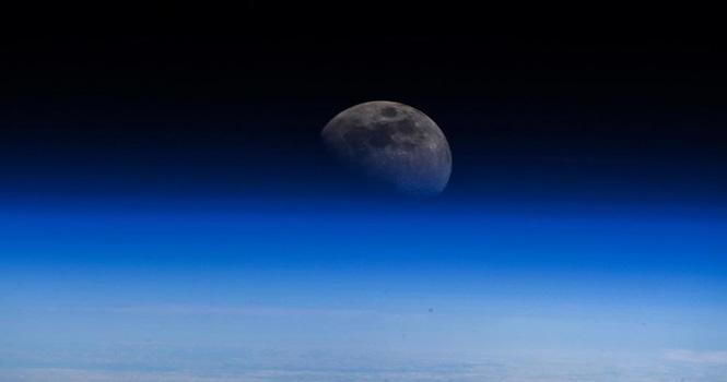 ناسا وجود آب در ماه را تایید کرد ؛ اولین قدم برای سکونت در قمر زمین