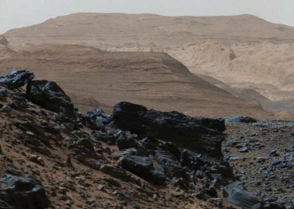 با وجود اینکه که جو کنونی مریخ از دی اکسید کربن برخوردار است، اما بسیار نازک است و سطح سیاره هم به قدری سرد است که امکان جاری شدن آب مایع وجود نداشته باشد