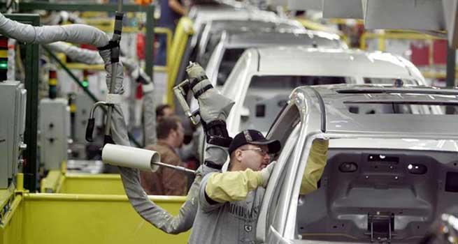 افزایش تعداد خودروهای ناقص در کارخانه ها تا 70 هزار دستگاه
