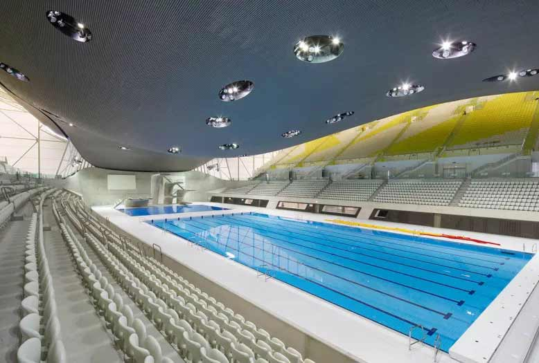 مرکز ورزشهای آبی لندن که همچون سفره ماهیای عظیمالجثه طراحی شده. زاها حدید سبک متمایزی داشت که در آن از ساختارهای موجدار و پیچیده بهره میبرد که بیشتر شبیه کلونی فرازمینیها بودند