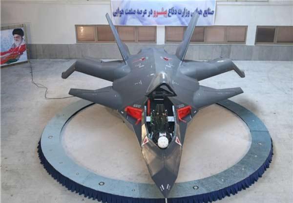 بهادعای مقامات ایرانی، جنگنده قاهر، علاوه بر برخورداری از تجهیزات پیشرفته و سطح مقطع راداری بسیار کم، قدرت تهاجمی بالایی نیز دارد. عکس از خبرگزاری فارس