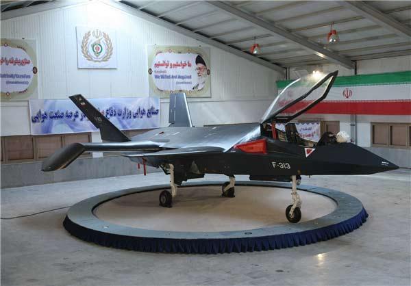 """نوک بالها و کاناردهای بزرگ خفاشی شکلِ قاهر اف- ۳۱۳ به مدل مفهومی هواپیمای آزمایشی """"بوئینگ بردآو پری"""" شبیه هستند. عکس از خبرگزاری فارس"""