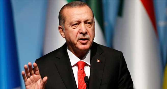 مردم ترکیه در پاسخ به تحریم آمریکا آیفونهای خود را شکستند