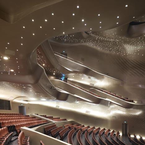 ۲. سالن اپرای گوانگژو، چین