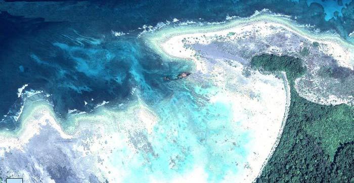بقایای کشتی تجاری هندی نینوا که در قرن نوزدهم روی یک تپه مرجانی نزدیک جزیره سنتینل شمالی غرق شد