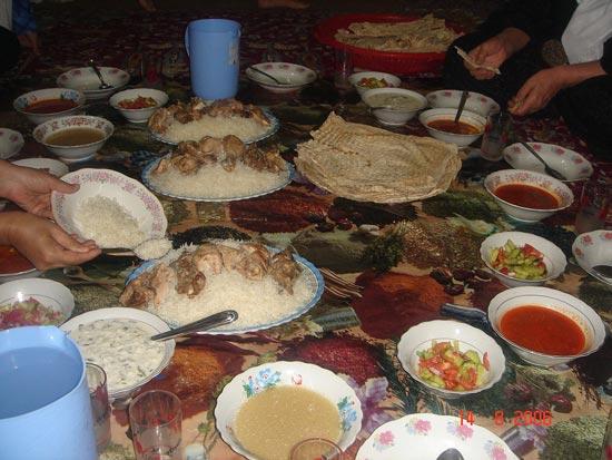غذا عراق {hendevaneh.com}{سایتهندوانه} - 1200px Iraqi cuisine Dinner 01 - هزینه سفر اربعین ۹۷ ؛ پیاده روی اربعین امسال چقدر هزینه دارد؟