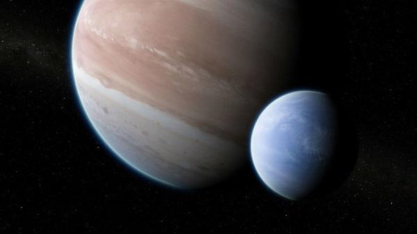 نخستین قمر فراخورشیدی