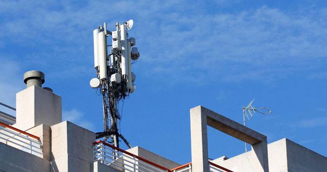 دکلها و آنتن های تلفن همراه امواج مضر ندارند