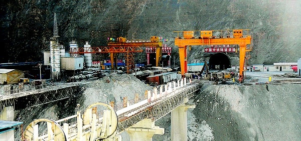 تونل تیانشیان میانه (Middle Tianshan Tunnel)