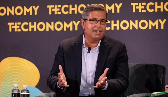 سانجای مهروترا مدیر عامل مایکرون در حال سخنرانی در کنفرانس Techonomy 2018