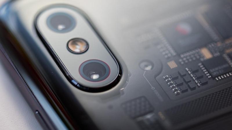 Mi 8 Pro یکی از بهترین گوشی های شیائومی در سال 2018 است