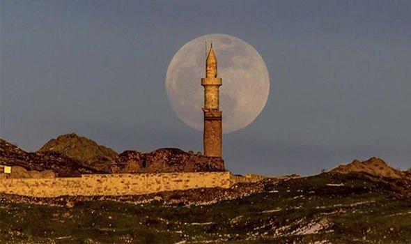 تصویر ماه در ترکیه قبل از آغاز ماه گرفتگی