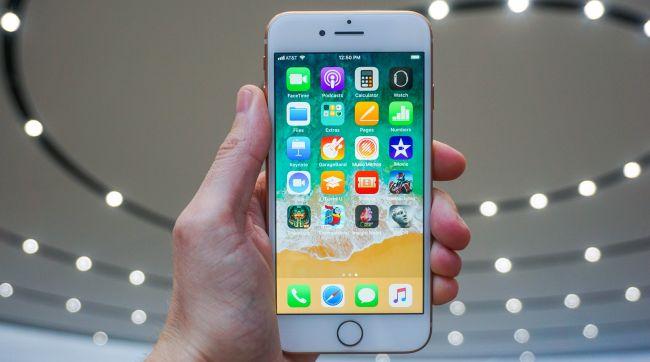 این گوشی بهترین فروش آیفون را برای اپل رقم زده است. نمایشگر آن کوچک و 4.7 اینچی است، اما قیمت ان بسیار مناسبتر از 8 پلاس و آیفون 10 است؛ بنابراین جای هیچ تعجبی نخواهد بود، اگر این مدل را نیز جزو بهترین آیفون های 2019 به حساب بیاوریم