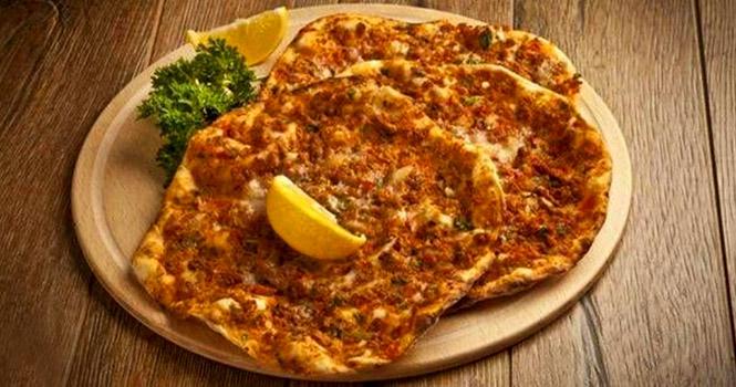 آشنایی با محبوبترین و بهترین غذاهای سنتی ترکی در تور وان ترکیه {hendevaneh.com}{سایتهندوانه}آشنایی با محبوبترین و بهترین غذاهای سنتی ترکی در تور وان ترکیه - lahmacun - آشنایی با محبوبترین و بهترین غذاهای سنتی ترکی در تور وان ترکیه