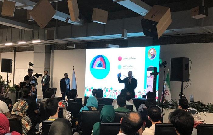 روحالله رحمانی، رییس هیات مدیره و و امیر صالحی مدیرعامل مرکز نوآوریهای دیجیکالا