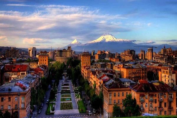 ارمنستان در گذشته دارای جذابیت آنچنانی نبود اما اکنون به دلیل ارزان بودن و پیشرفت صنعت گردشگری خود سبب شده تا از آن به عنوان بهترین مقصد گردشگری یاد شود و سالانه میزبان توریست های فروانی باشد.