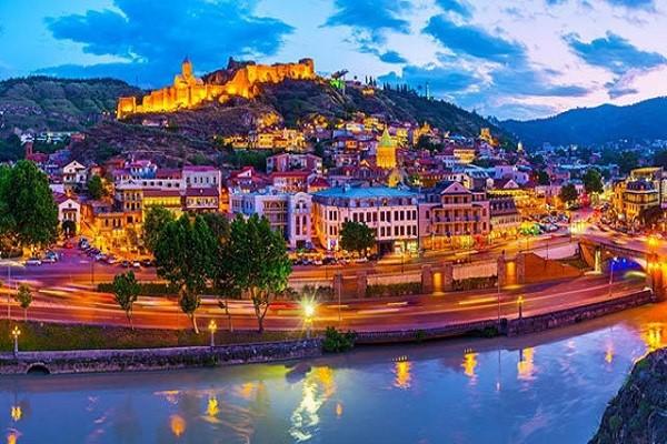 گرجستان را می توان یکی از بهترین مقاصد گردشگری و توریستی کم هزینه دانست که روز به روز در حال پیشرفت صنعت گردشگری خود است.