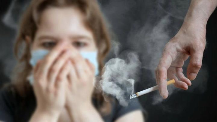 مهم ترین و حیاتی ترین و حساس ترین آسیبی که سیگار میتواند به خود و یا محیط اطرافش وارد کند، بودن الگوی بد و نامناسب برای کودکان است.