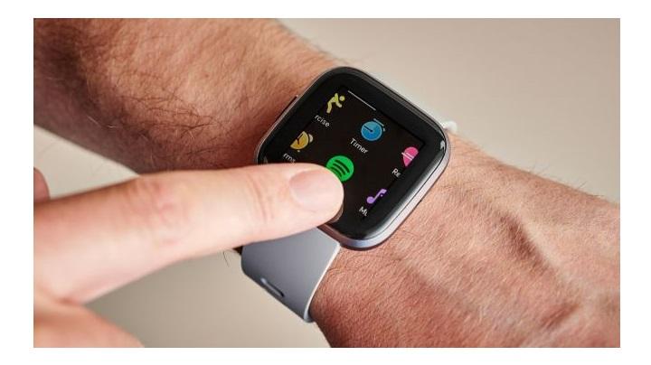 فیت بیت ورسا 2 (Fitbit Versa 2): بهترین ساعت فیت بیت