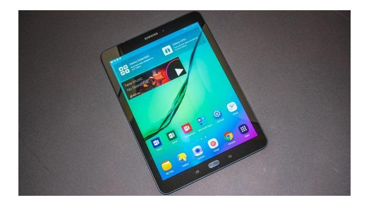 8. سامسونگ گلکسی تب اس 2 (Samsung Galaxy Tab S2): یک تبلت اندروید بسیار سبک با قیمت بسیار خوب