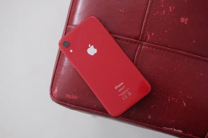 بهترین گوشی iOS از نظر ارزش اقتصادی: آیفون ایکس آر (iPhone XR)