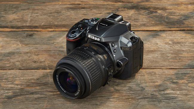نیکون دی 5300: یک بازیکن قدیمی و قدرتمند در دنیای عکاسی