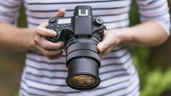 سونی سایبرشات آر ایکس 10 4: یک دوربین قدرتمند مجهز با قیمت گران