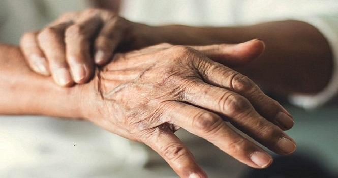 سندرم دست بی قرار ؛ آشنایی با علل، درمان و علائم سندرم دست بیگانه