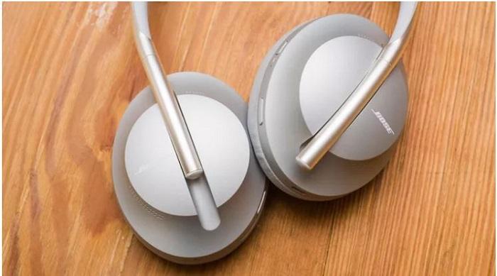 بهترین هدفون های کاهنده نویز برای برقراری تماس: هدفون 700 کاهنده نویز بوز (Bose Noise Cancelling Headphones 700)