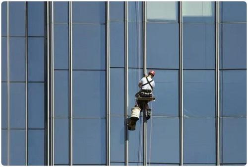 تمیز کننده پنجرههای آسمان خراشها