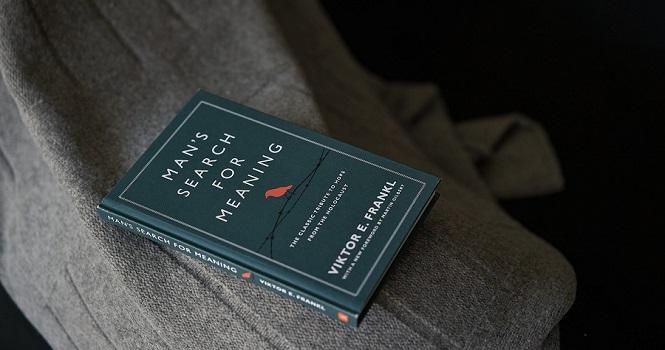 خلاصه کتاب انسان در جستجوی معنا ؛ اثر جاودان ویکتور فرانکل