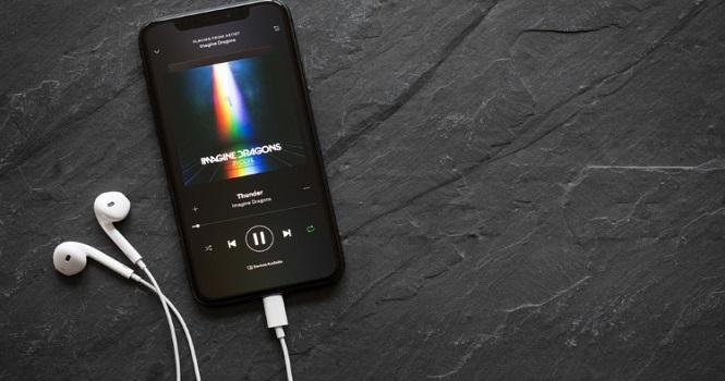 اپلیکیشن لایرا چیست (Lyra) ؛ موزیک پلیر همراه با متن فارسی