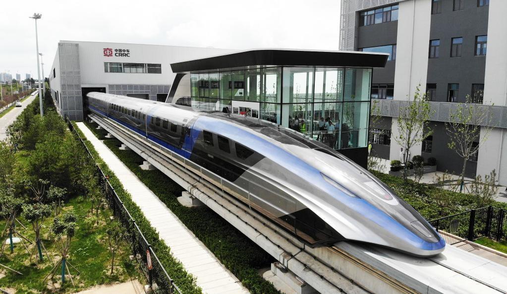 قطار مغناطیسی چینی با سرعت 600 کیلومتر در ساعت / سریع ترین قطار جهان در چین