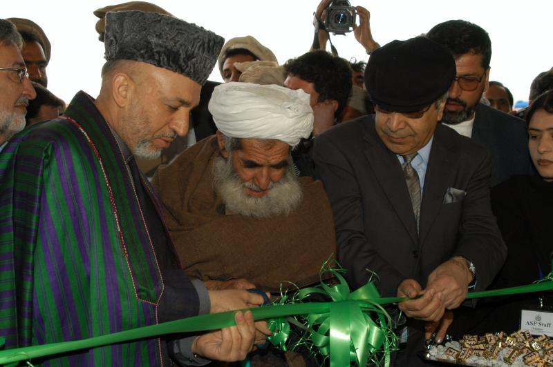 علی احمد جلالی کیست؟ طالبان در افغانستان دولت موقت تشکیل میدهد