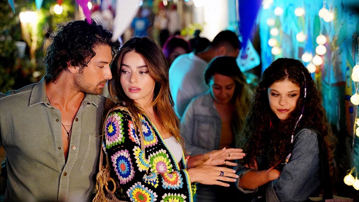 دانلود رایگان قسمت 12 سریال داستان جزیره (Ada Masali) با زیرنویس فارسی چسبیده